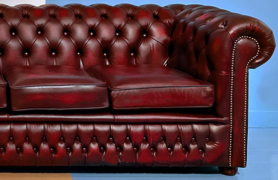 Divani chesterfield nuovi originali inglesi in pelle for Divano bordeaux